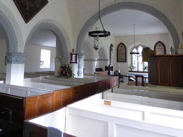 St Edmund, Marske - nave