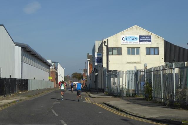 Runners on Gillett Street