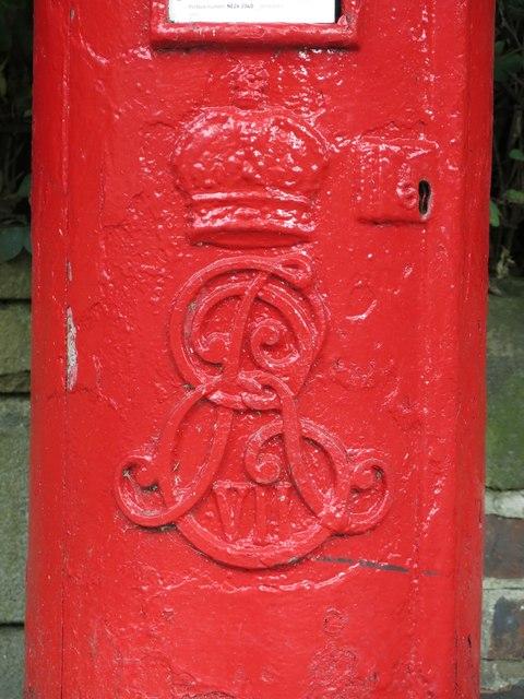 Edward VII postbox, Marine Avenue - royal cipher