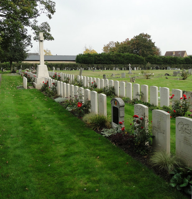 Cross of Sacrifice in Cambridge cemetery