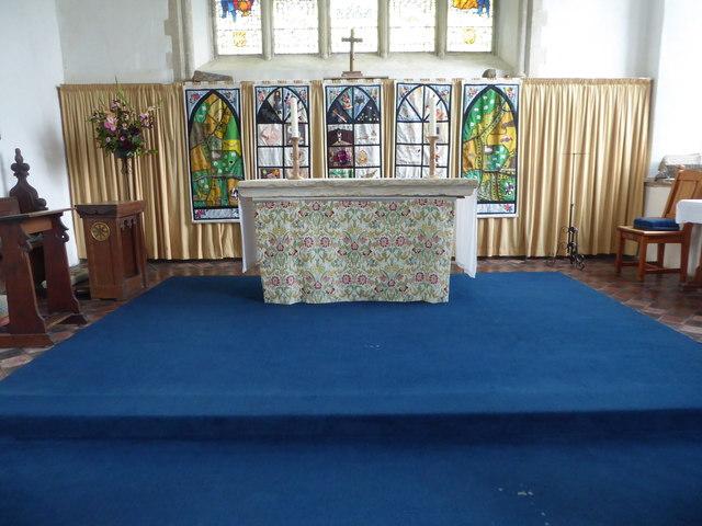 SS Peter & Paul, Carbrooke: altar