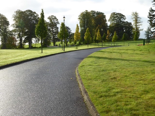 Tree-lined drive, Woodland Hotel