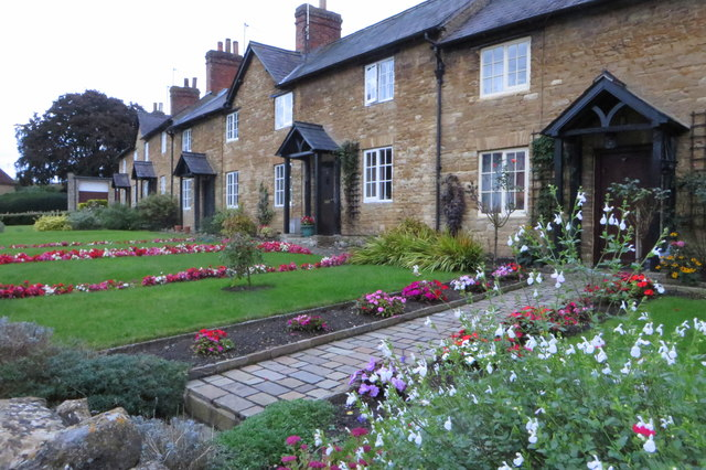 Cottages and gardens in Turvey