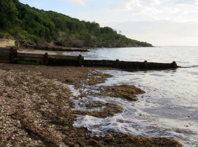 Groynes on the beach at Totland