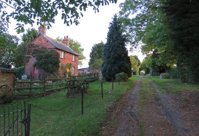 Track passing Freezeland Farm