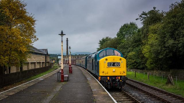 Class 40 loco arriving at Rawtenstall