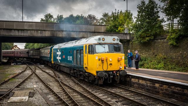 Loco 50015 (Valiant) arriving at Bury
