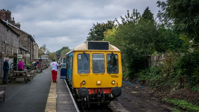 DMU awaiting departure at Leyburn Station