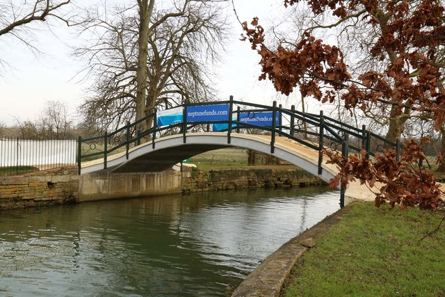 Footbridge at the confluence of the River Cherwell and River Thames