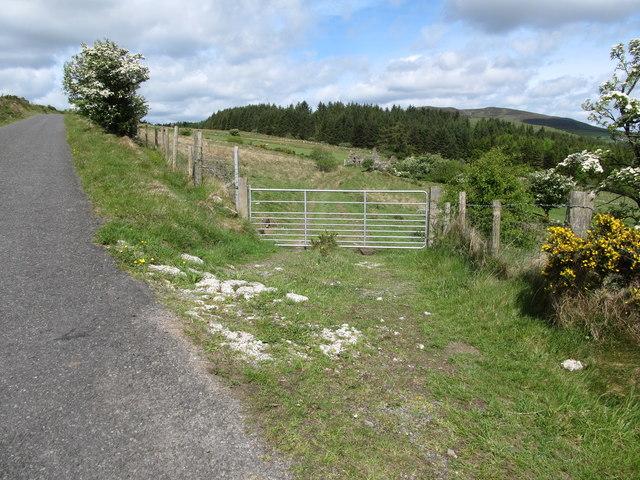 Field access gate near the summit of the Piedmont-Upper Jenkinstown road