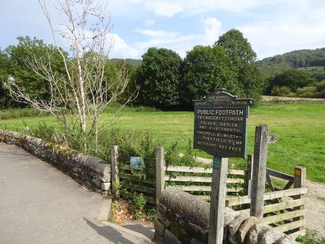 Footpath sign by Grindleford Bridge