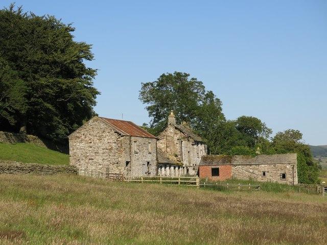 Semi-derelict farm buildings, Phillis Hill (2)
