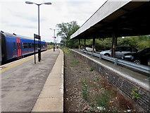 SO8555 : Former bay platform at Worcester Shrub Hill station by Jaggery