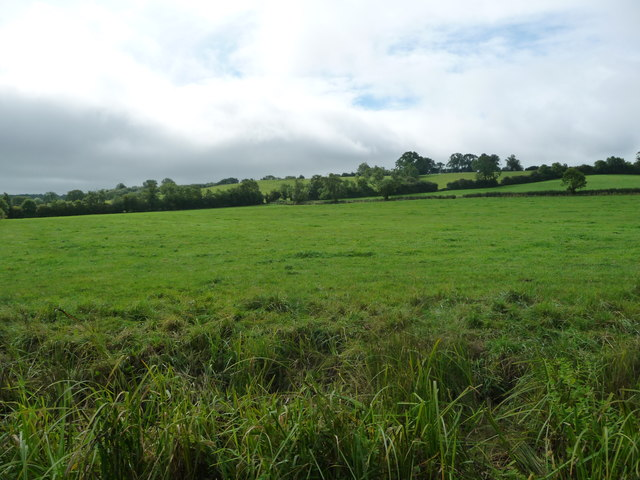 Farmland below [north of] Smeeton Hill
