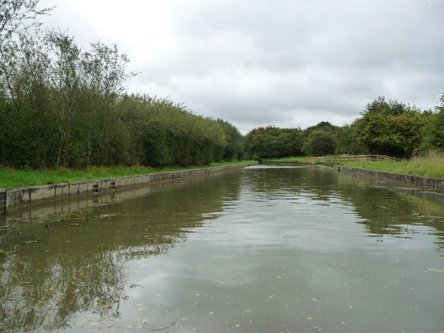 The canal south-east from Smeeton aqueduct