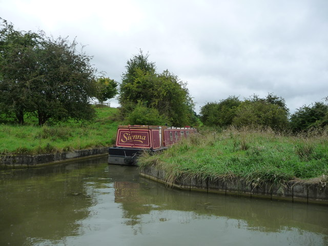 Narrowboat moored in Saddington feeder channel