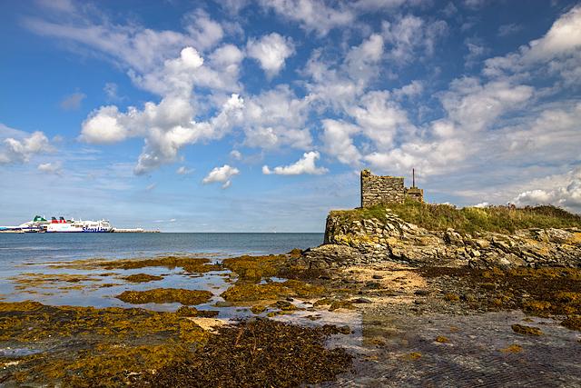 North Wales WWII defences: Holyhead, Anglesey - Ynys Peibio pillbox (2)