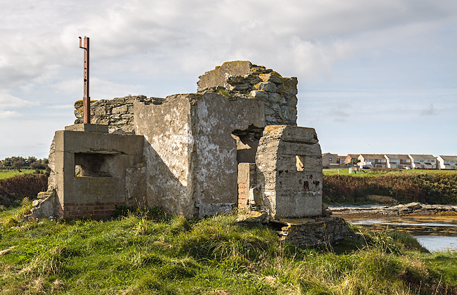 North Wales WWII defences: Holyhead, Anglesey - Ynys Peibio pillbox (5)