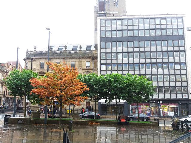 Autumn comes to Leeds