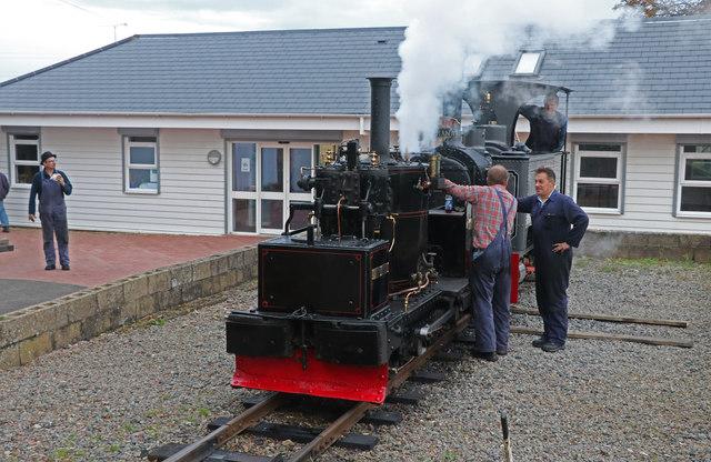 """Leighton Buzzard Railway - """"give us a toot!"""""""
