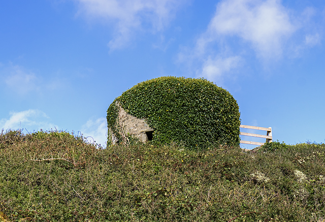 North Wales WWII defences: Trearddur, Anglesey - pillbox (2)