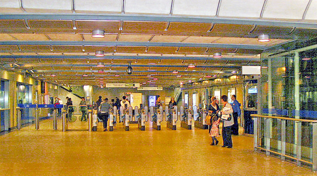 London Bridge, Underground station concourse 2009