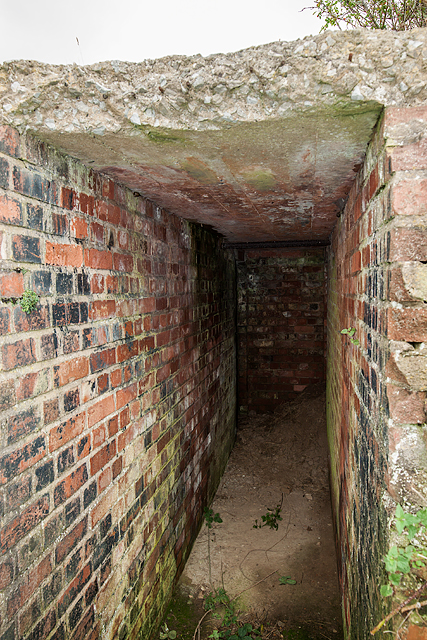 WWII Cheshire, Heswall - Civil Bombing Decoy Control Bunker (3)