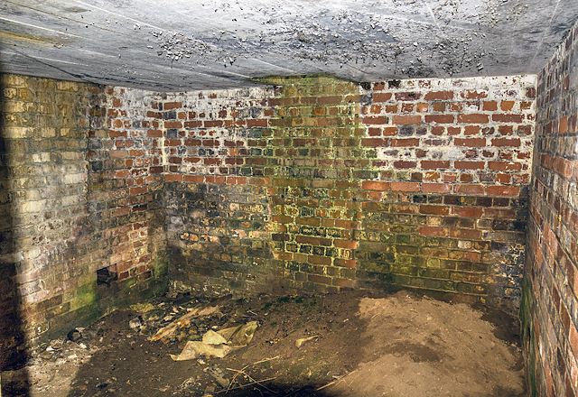 WWII Cheshire, Heswall - Civil Bombing Decoy Control Bunker (4)