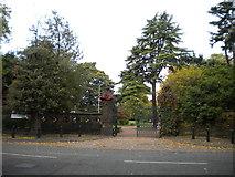 SO9098 : Southgate entrance, West Park, Wolverhampton by Richard Vince