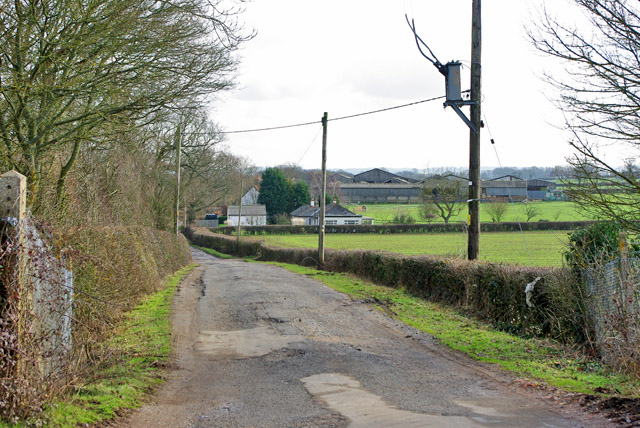 Road to Chellows Farm and Chellows Park