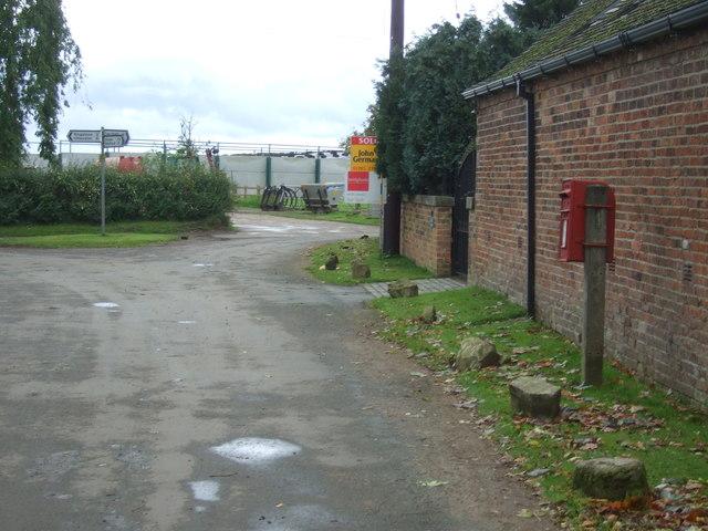 Minor road junction, Drointon