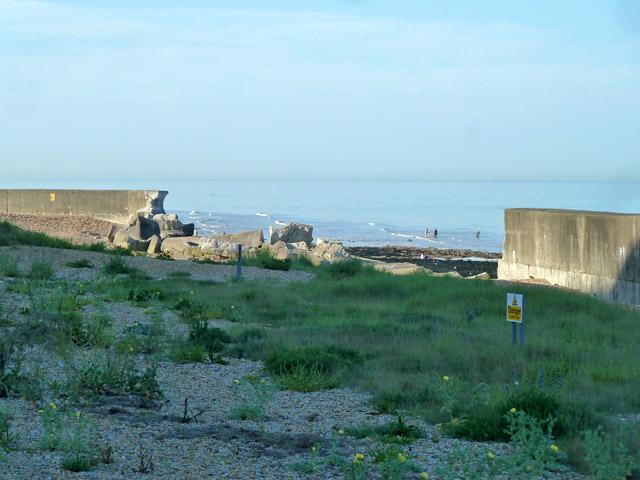 Broken sea defences, Kingsdown