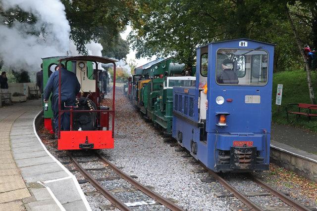 Leighton Buzzard Railway - mass whistle blow
