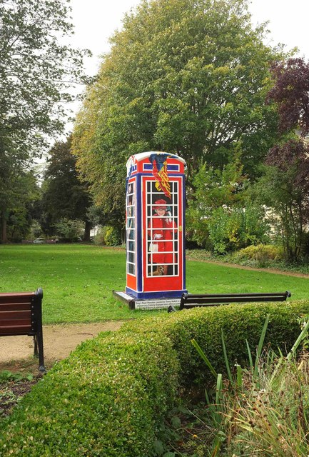 Ring a Royal Phone Box, Clifton Mall Gardens