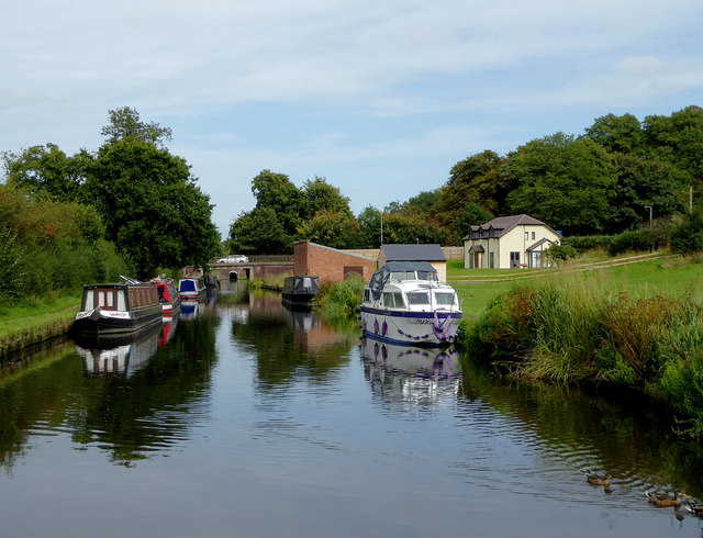 Staffordshire and Worcestershire Canal at Castlecroft, Wolverhampton