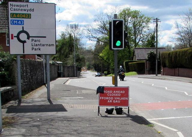 Signs facing Newport Road, Llantarnam, Cwmbran