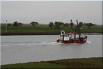 """TF3839 : LN129 """"Boy Steven"""", cockling boat, registered in Kings Lynn, running home on a high tide up the Witham (2) by Chris"""