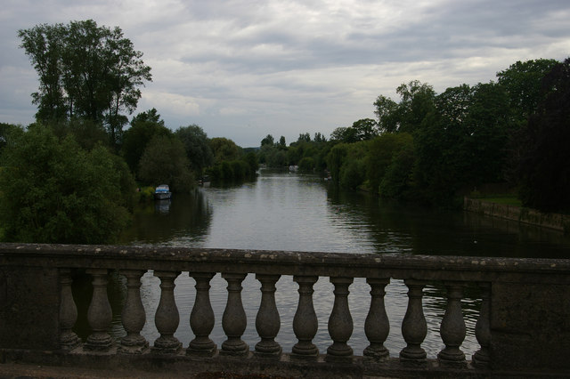 View down the Thames from Wallingford Bridge