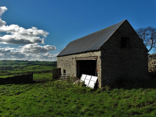 Limestone barn north of Parwich