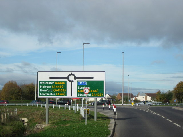 Norton Road Approaching A4440 Island