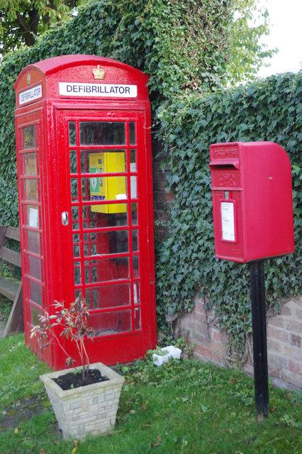 Defibrillator and post box, Morton