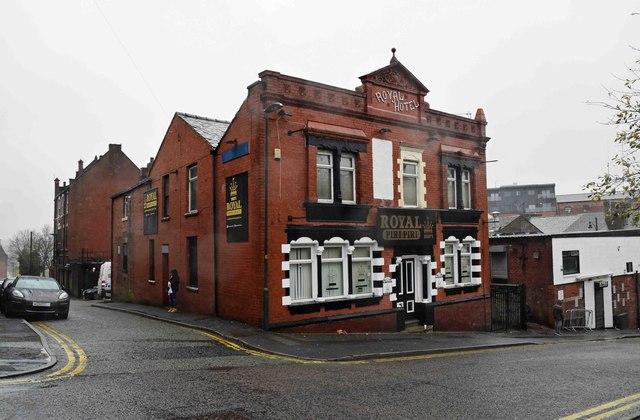 ab369aeb36 The former Royal Hotel (1), 4 Horsedge... © P L Chadwick cc-by-sa ...