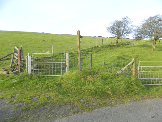 Gate to footpath, Gelliwion Rd, near Ty-draw Farm