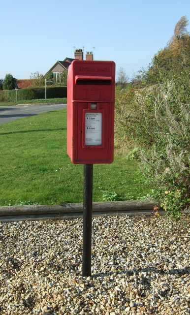 Elizabeth II postbox, Choseley