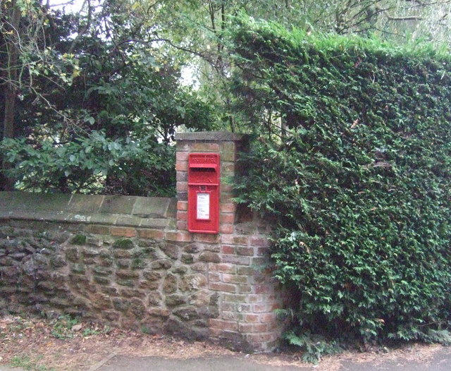 Elizabeth II postbox on Brickley Lane, Ingoldisthorpe