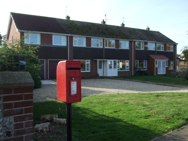 Elizabeth II postbox and houses on the A149, Brancaster Satithe