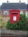 TF6832 : Elizabeth II postbox on Lynn Road, Ingoldisthorpe by JThomas