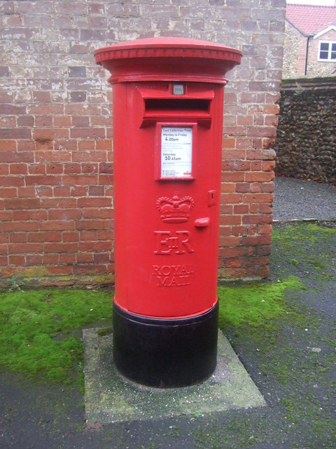 Elizabeth II postbox on High Street, Syderstone
