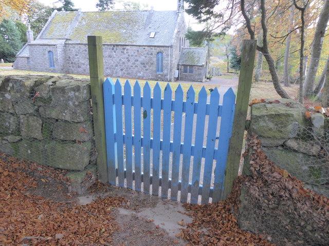 Wicket gate entrance to Midmar churchyard