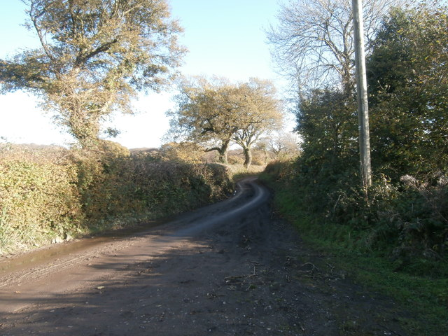 Lane between Groes-faen and Rhiwsaeson